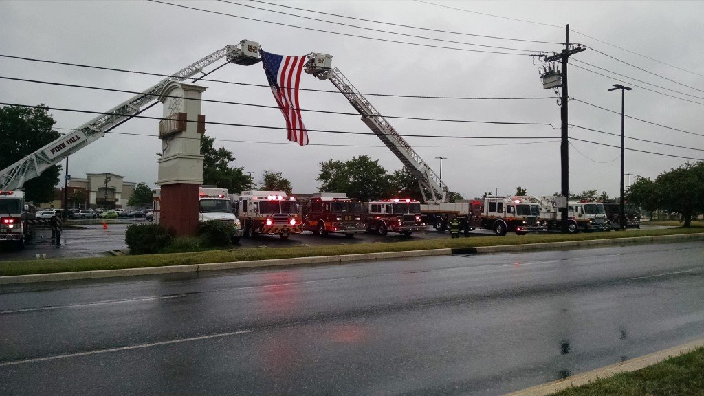 Ladder 926 and Engine 921 Particiapte in Show of Support