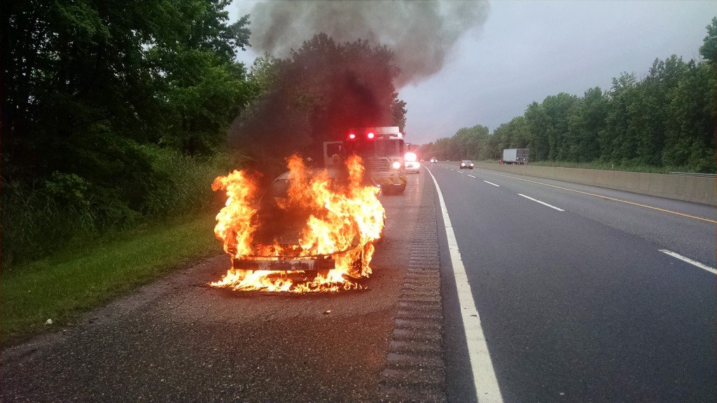 Early Morning Vehicle Fire On The New Jersey Turnpike